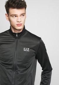 EA7 Emporio Armani - TUTA SPORTIVA - Survêtement - black - 7
