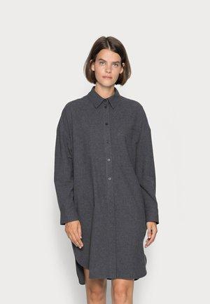 DRESS LOOSE FIT CHEST POCKET DETAILED PLACKET - Košilové šaty - deep stone melange