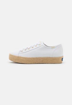 TRIPLE KICK - Chaussures à lacets - white