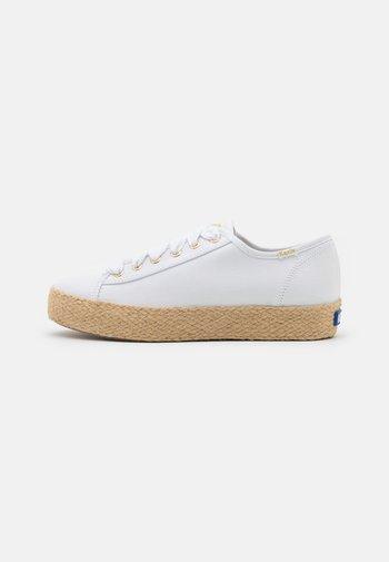 TRIPLE KICK - Casual lace-ups - white