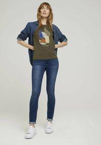 TOM TAILOR - Print T-shirt - grape leaf green - 1
