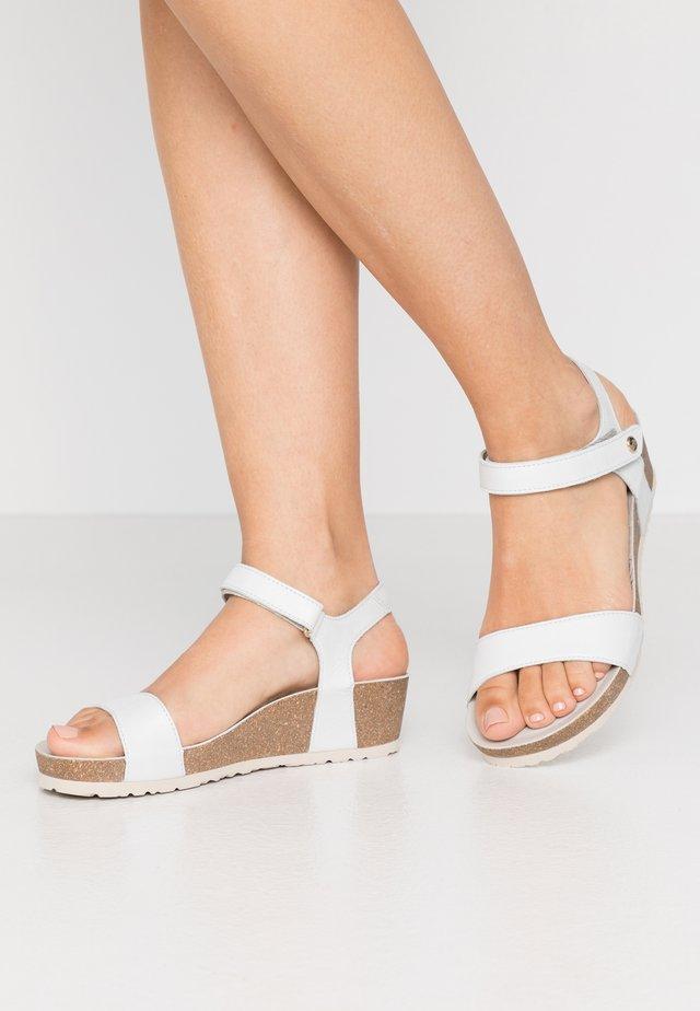 CAPRI NACAR - Korkeakorkoiset sandaalit - weiß