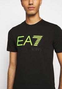 EA7 Emporio Armani - T-shirt con stampa - black - 4