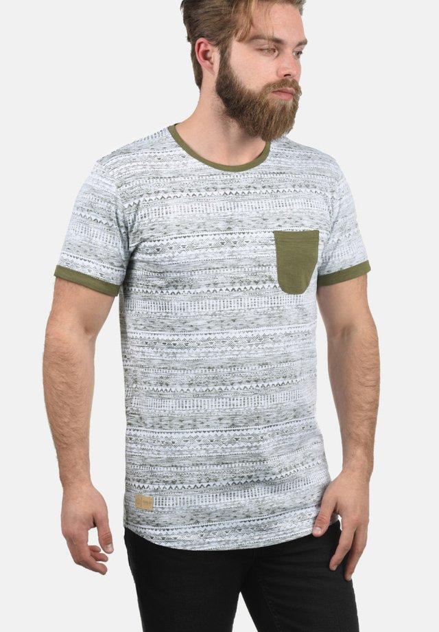 INGO - T-shirt print - ivy green
