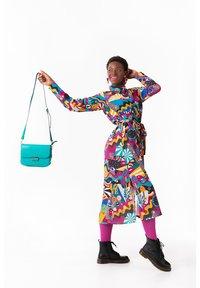 Lolina - PEACE AND LOVE - Vestido camisero - multicolor - 1