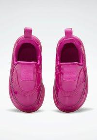 Reebok Classic - CLUB C SLIP ON III FOUNDATION TENNIS - Sneakers laag - pink - 6