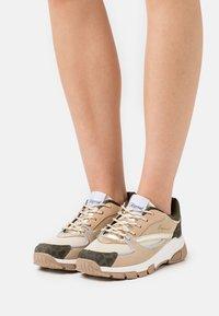 Kaporal - DEEJAY - Sneakersy niskie - beige/multicolor - 0