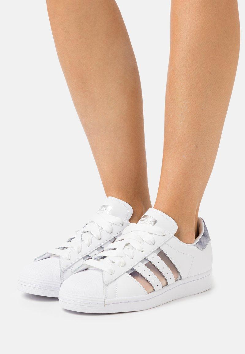 adidas Originals - SUPERSTAR  - Tenisky - footwear white/grey three