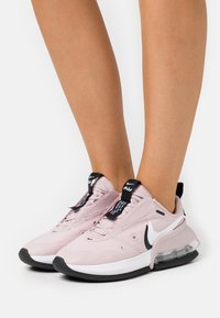 Nike Sportswear - AIR MAX UP - Tenisky - champagne/white/black/metallic silver - 0