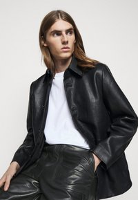 Holzweiler - TEFF TROUSER  - Leather trousers - black - 5