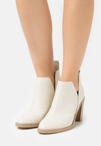 Steven New York - JODY - High heeled ankle boots - bone - 4
