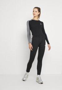adidas Originals - ORIGINALS ADICOLOR BODYWEAR SUIT FITTED - Bluzka z długim rękawem - black - 1