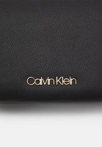 Calvin Klein - CROSSBODY DOUBLE - Sac bandoulière - black - 3