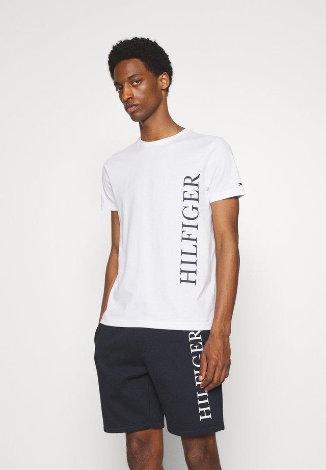 LARGE LOGO TEE - T-shirt con stampa - white