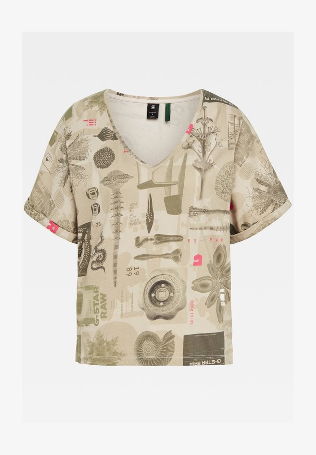 JOOSA V-NECK CAMO ALLOVER TEE - T-shirt print - whitebait museum sand