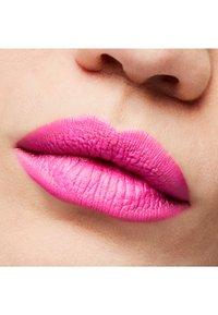 MAC - MATTE LIPSTICK - Lipstick - candy yum-yum - 1