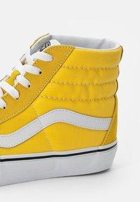 Vans - SK8-HI UNISEX - High-top trainers - cyber yellow/true white - 5
