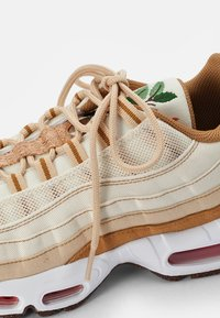 Nike Sportswear - NIKE AIR MAX 95 - Zapatillas - coconut milk/sienna-sesame-wheat-white-thunder blue - 5