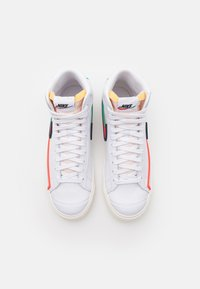 Nike Sportswear - BLAZER MID '77 INFINITE UNISEX - Korkeavartiset tennarit - white/bright crimson/blue void - 5