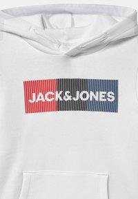 Jack & Jones Junior - JJECORP LOGO HOOD - Luvtröja - white - 2