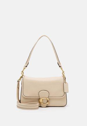 SOFT TABBY SHOULDER BAG - Håndtasker - ivory