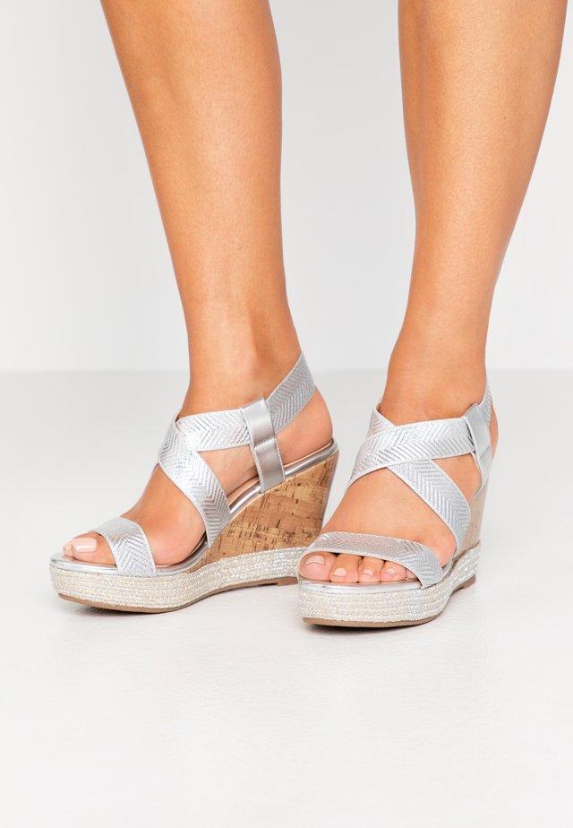 SURI - Sandaler med høye hæler - silver