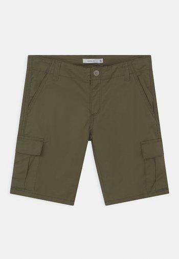 NKMRYAN - Shorts - ivy green