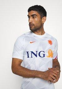 Nike Performance - NIEDERLANDE KNVB - Voetbalshirt - Land - white/safety orange - 3