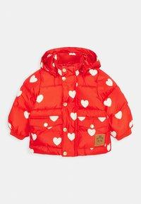 Mini Rodini - BABY HEARTS PICO PUFFER JACKET - Winter jacket - red - 0