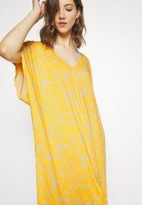 Monki - APRIL DRESS - Maxikjole - beige/yellow - 3