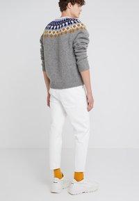 Won Hundred - BEN - Straight leg jeans - tinted white distressed - 2