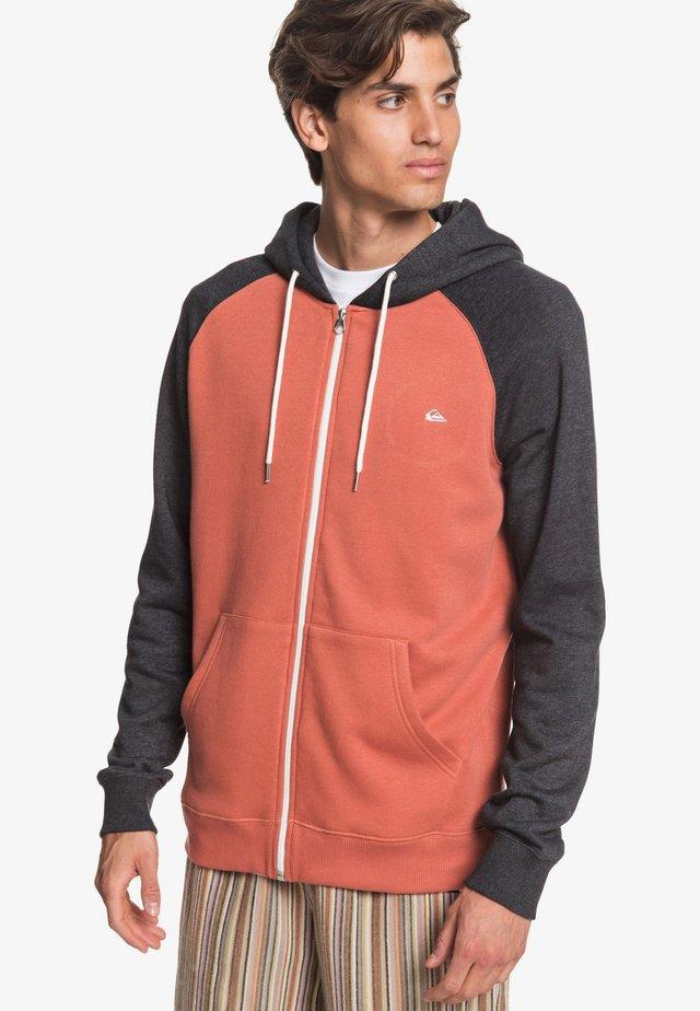 EVERYDAY - Zip-up hoodie - redwood