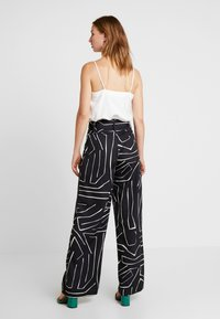 4th & Reckless - SUGAR TROUSER - Pantalon classique - black - 2