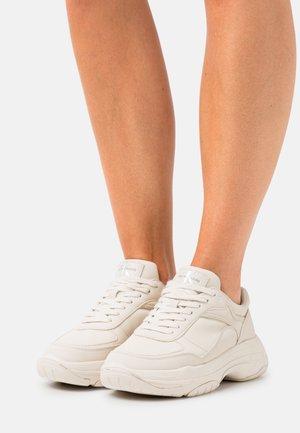 CHUNKY LACEUP - Sneakersy niskie - muslin