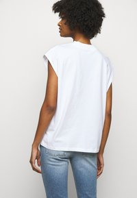 House of Dagmar - MAGGIE - Print T-shirt - white - 2