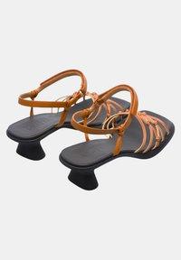 Camper - Sandaalit nilkkaremmillä - braun - 3