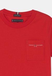 Tommy Hilfiger - ESSENTIAL POCKET  - T-shirt basic - deep crimson - 2