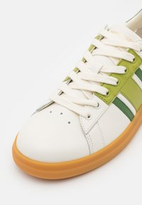 Tory Burch - HOWELL COURT - Tenisky - new ivory/sport spinach green - 6