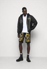 Versace Jeans Couture - Denim shorts - nero - 1