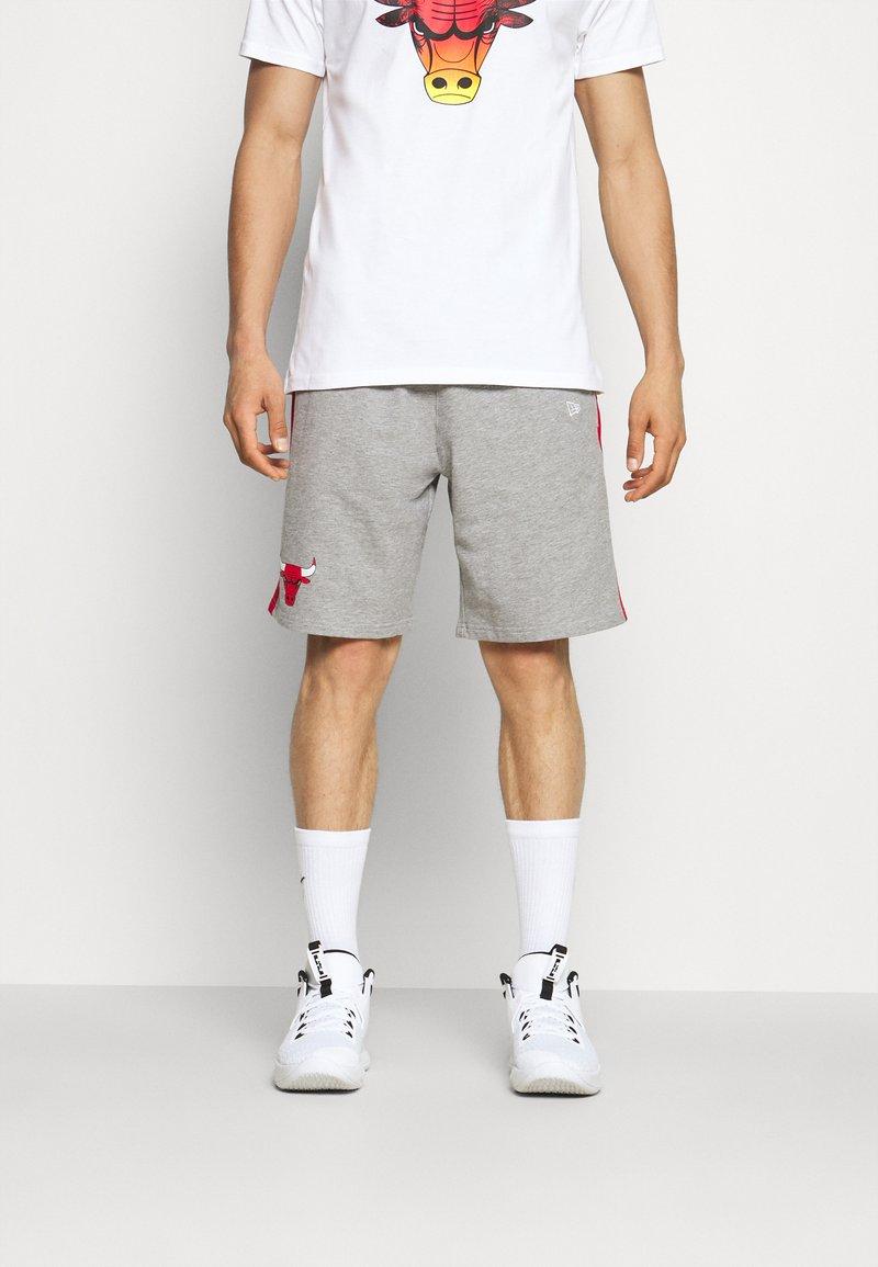 New Era - CHICAGO BULLS SIDE PANEL - Sports shorts - grey