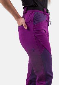 IZAS - Tracksuit bottoms - purple/dark purple - 2