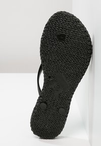 Ilse Jacobsen - CHEERFUL - Teenslippers - black