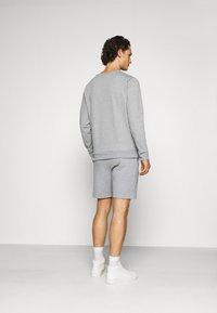 CLOSURE London - DOUBLE SCRIPT CREWNECK SHORT SET - Sweatshirt - grey - 2