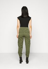 GAP Petite - CARGO UTILITY JOGGER - Cargo trousers - olive - 2