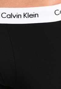 Calvin Klein Underwear - LOW RISE TRUNK 3 PACK - Bokserit - black