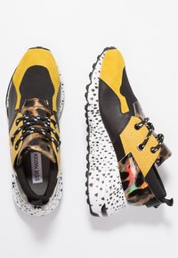 Steve Madden - CLIFF - Joggesko - yellow/multicolor - 3