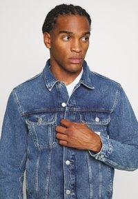 Calvin Klein Jeans - 90S JACKET - Spijkerjas - mid blue - 3