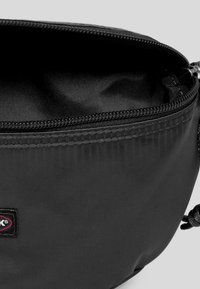 Eastpak - SATINFACTION/AUTHENTIC - Marsupio - satin black - 4