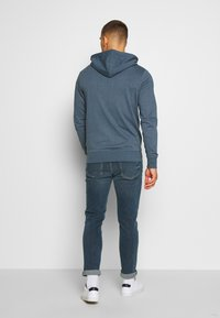 Jack & Jones - JCOSTRONG ZIP HOOD - Mikina na zip - china blue/melange - 2