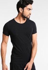 Tommy Hilfiger - 3 PACK - Undershirt - black - 1